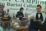 Tavoli, piramidi e caffè...